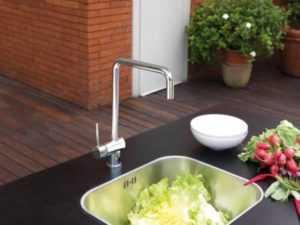 Как выбрать смеситель для кухни: виды, материал, излив