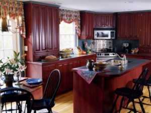 Обои под кухню (55 фото): обои какого цвета выбрать для светлой и белой кухни? Как подобрать обои для черно-белого, серого или бежевого гарнитура
