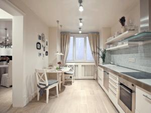 Освещение на кухне с натяжным потолком   Выбор источников света