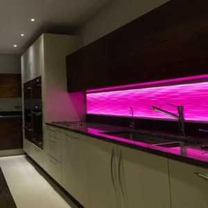 Светодиодная лента для кухни (62 фото): самоклеящаяся лента 220 В. Какую ленту выбрать для подсветки кухонного гарнитура? Ленточная подсветка для фартука
