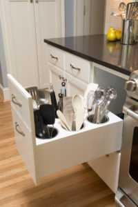 Кухни без ручек: скрытые, интегрированные, push типы открывания, фото дизайна