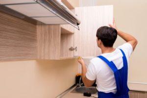 Навесы шкафов: как регулировать механизмы, как крепить направляющие, как установить кухонные и иные мебельные изделия, и советы мастеров по выбору и монтажу