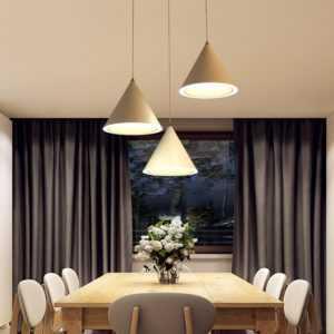 Освещение над кухонным столом (45 фото): использование подвесных светильников и люстр, ламп и настенных бра для освещения обеденного и рабочего стола на кухне