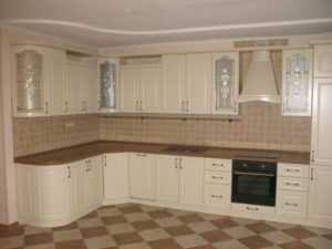 Белая кухня: как выбрать материал и дизайн гарнитура и не ошибиться