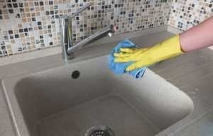 Чем чистить раковину из керамогранита на кухне - На обе руки мастер