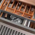 Наполнение кухонных шкафов внутри: виды полок, конструкции для хранения
