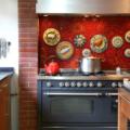 9 мифов, которые заставляют отказываться от обоев на кухне (и очень зря)