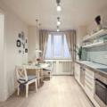 Освещение на кухне с натяжным потолком (30 фото): расположение точечных и других светильников, варианты лампочек в интерьере кухни