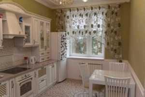 Шторы-арки для кухни (44 фото): тюль и другие готовые занавески в виде домика, короткие кухонные арочные модели белого цвета и другие варианты