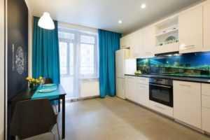 Синие шторы в интерьере кухни, гостиной, спальни: фото идеи