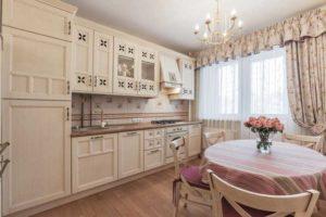 Шторы для кухни с балконной дверью  75 фото оформления