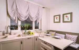 Современные шторы в маленькую кухню: фото 2021 года