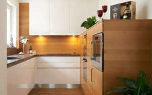 Как использовать угол на кухне по максимуму: фото и идеи – навесной верхний угловой шкаф, шкаф пенал и другие | Houzz Россия